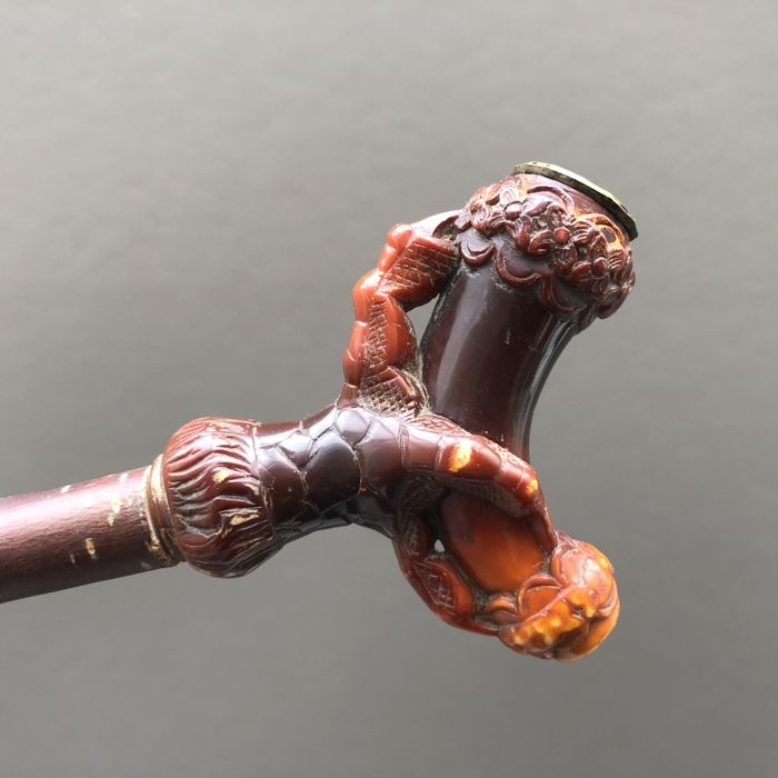 Nice meerschaum pipe shaped like a talon holding an ornament, mouthpiece is amber- Vienna, ca. 1870