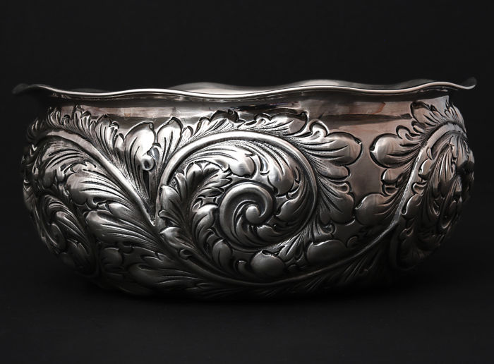 Repousse Sterling Silver bowl    -Center Piece   -Gorham,    -20th century