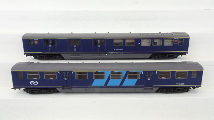 Artitec H0 - 20.155.02/20.157.01 - Passenger carriage - 2 Plan E rijtuigen 1e klas en post - NS