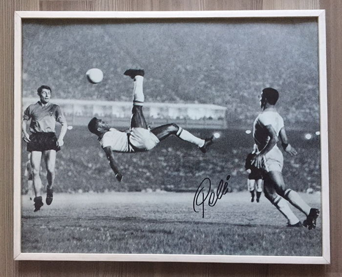 "Edson Pelé Hand Signed 16"" x 20"" (40x50cm) framed photograph Bicycle Kick Brazil Soccer World Cup 1970 photo Autographed COA Gold Star Memorabilia"