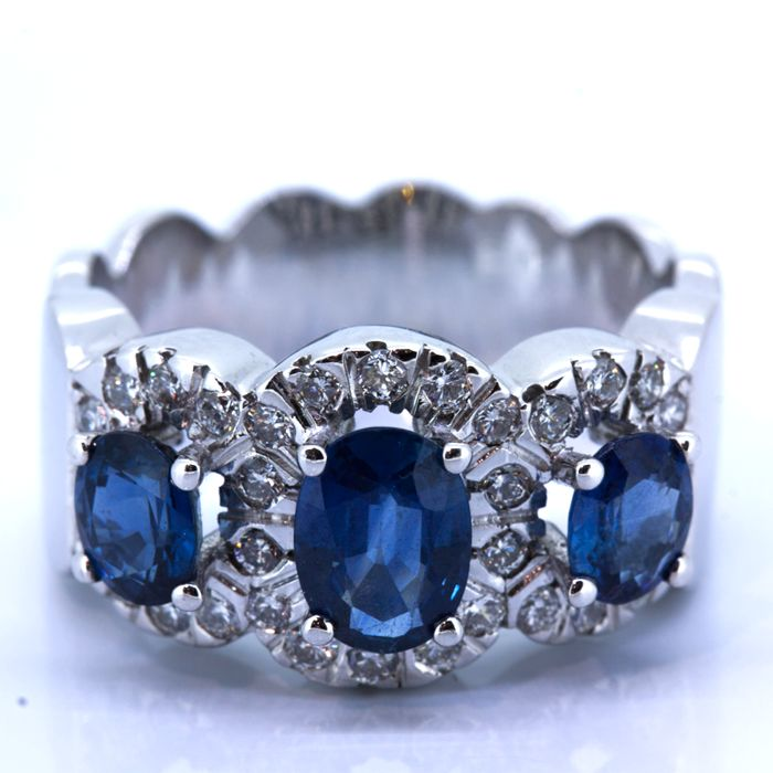 Gold cocktail ring with sapphire and diamonds - Size 21