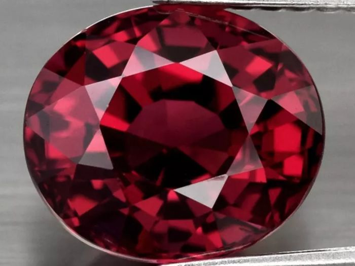 Deep Pinkish Red Rhodolite Garnet - 3.44 ct