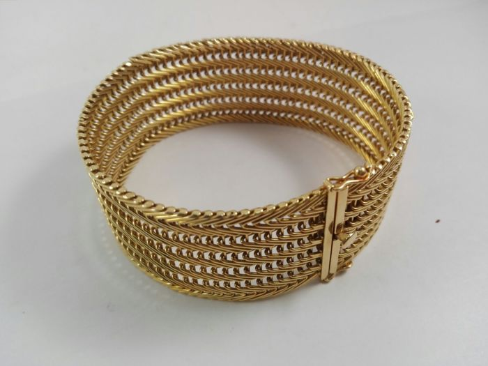 Women's band bracelet in 18 kt yellow gold Weight 56.5 g