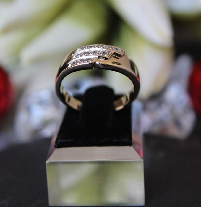 Classic and timeless 14K Diamond Ring of c. 0,12 Ct  RS 60 : 18,9mm∅ * No Reserve Price *