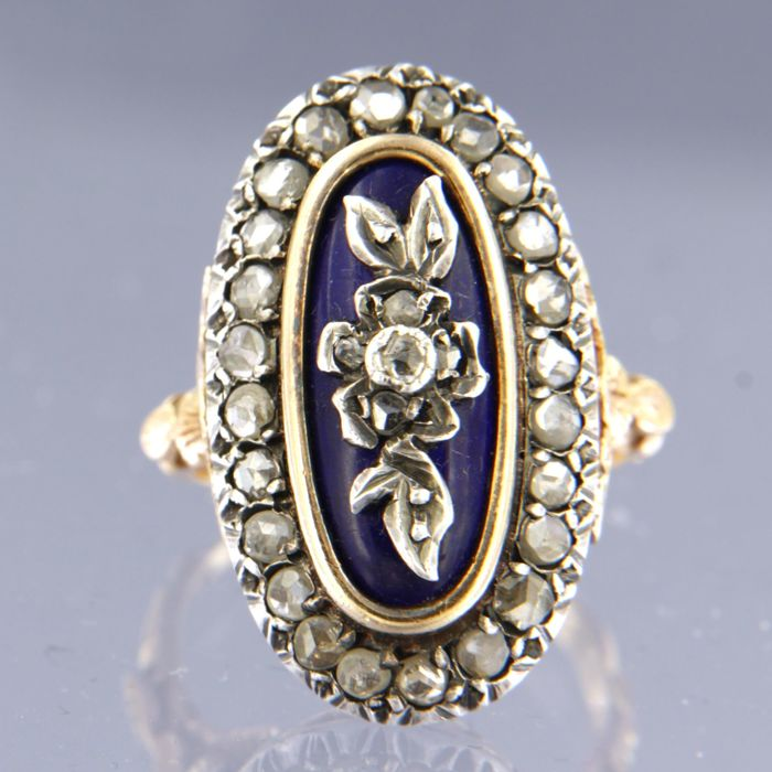 18 kt gold ring with rose cut diamonds set in silver, decorated with royal blue enamel, approx. 1.00 ct in total