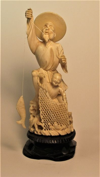 Ivory sculpture depicting a fisherman with a child and dog - CHINA - Circa 20th century