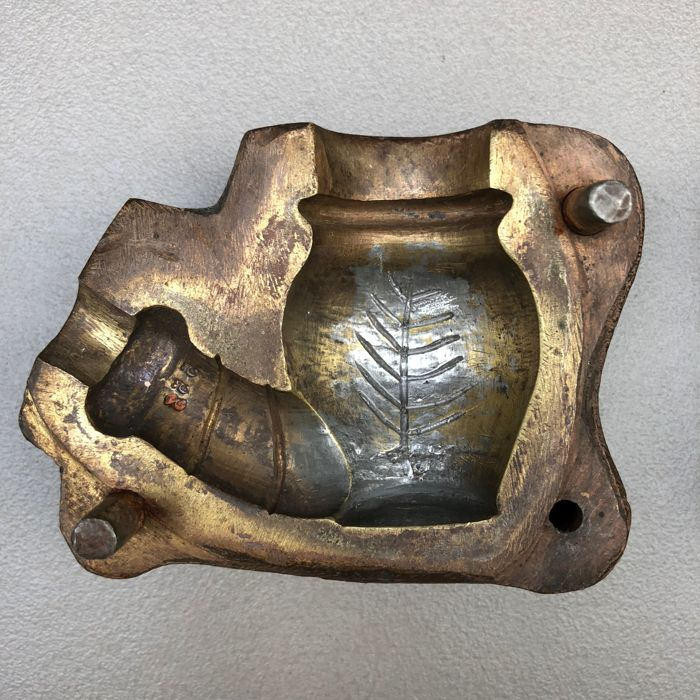 "Rare brass pipe mold, ""Flower pot"", model 553 by Victor Belle, France. Ca. 1890"