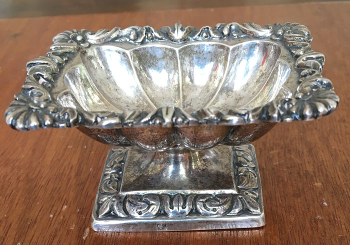 Salt cellar in embossed silver - Naples, Italy - 19th century