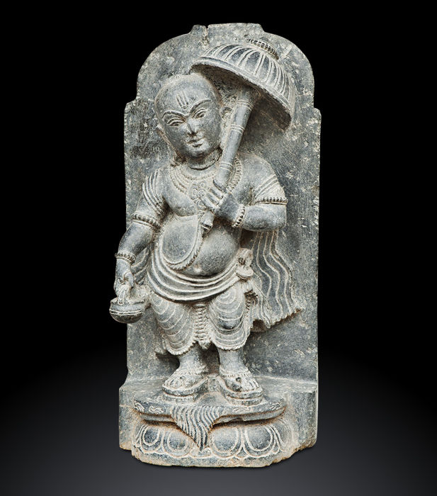 Schist sculpture depicting Vamana. Orissa (India), second half of the 20th Century - 48 cm