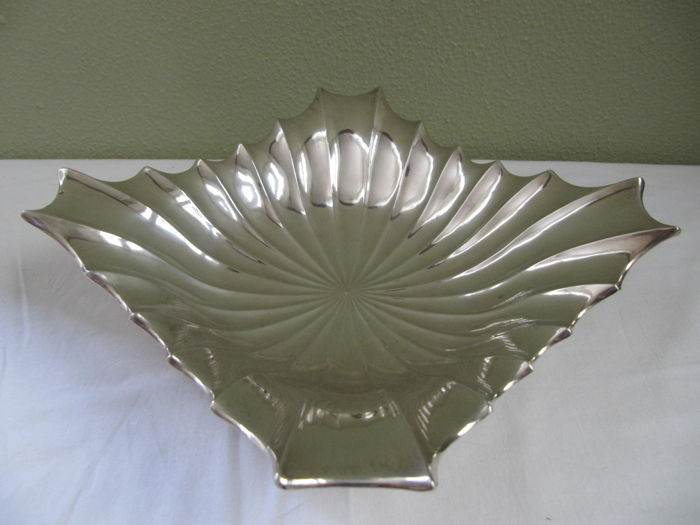 Stylized silver designer bowl on feet, Hungary, ca. 1940