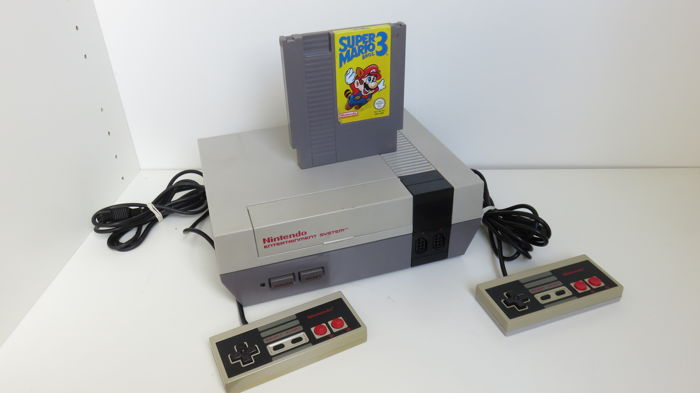 Nintendo NES incl Super Mario Bros 3 and 2 controllers