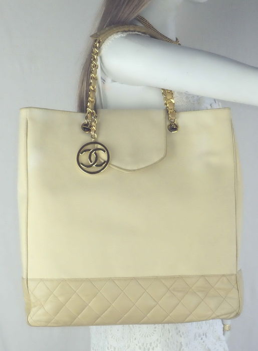 Chanel - Diamond Quilted Lambskin with CC Logo Charm Tote  Shopping Bag - Vintage