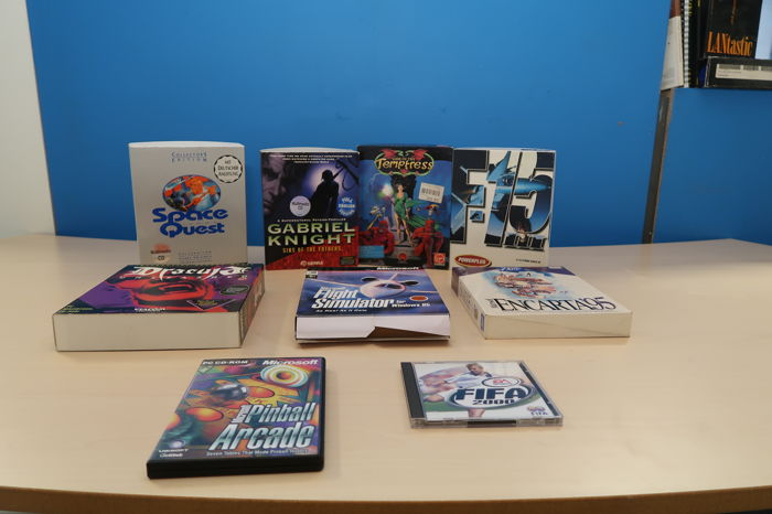 Lot of 9 boxed games
