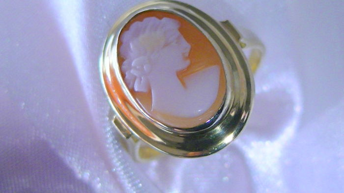 Ring cameo 333 gold without reserve price