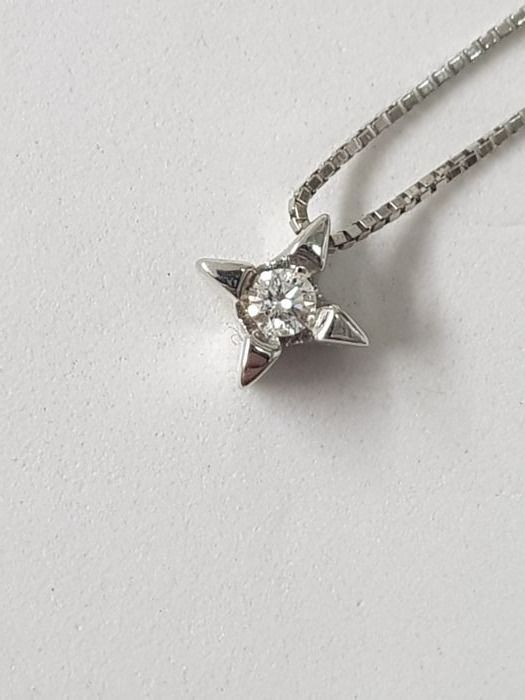 Solitaire pendant necklace in 18 kt gold with brilliant cut diamond weighing approx. 0.10 ct, G-SI Necklace length: 42 cm