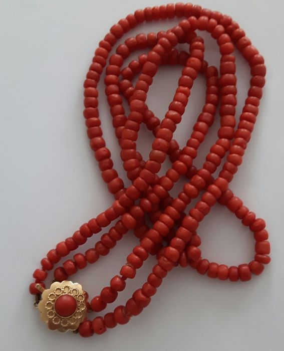 Antique necklace made of 2 strands of natural Precious Coral with a Gold clasp