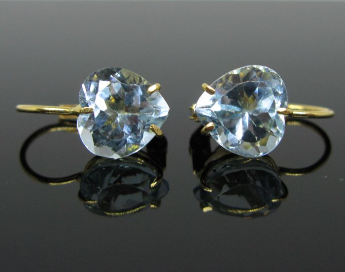 18 kt yellow gold, big earrings set with 2 aquamarine heart-faceted- cut tot 4,00 ct.