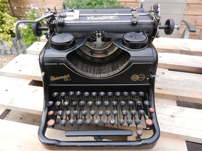 Typewriter Rheinmetall 9 from 1937 Very nice lacquer
