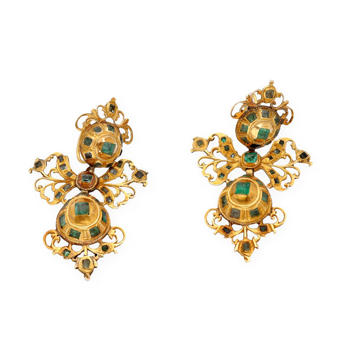 18 kt yellow gold- Earrings - Emeralds of 3 ct - Earring length: 50.00 mm (approx.)