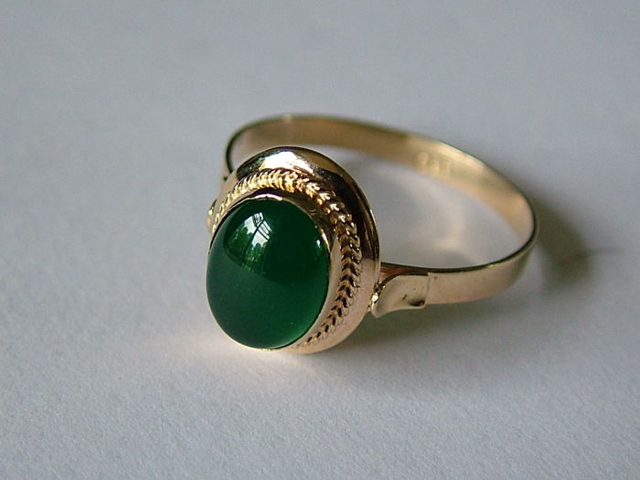Old gold ring with natural green tourmaline