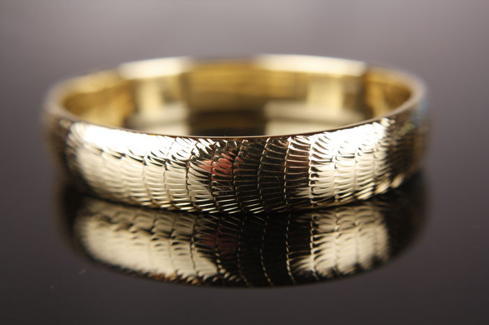 14 kt gold Bangle with detailed relief - size: 19.50 cm