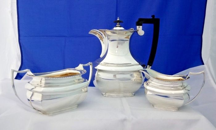 Tea Set consisting of 3 silver plated items - very elegant - by Elkington & Co.