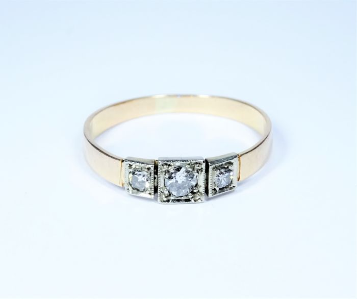 Antique 18 kt gold ring of 1.3 g set with 3 diamonds (0.15 ct), Size: 51/16.4