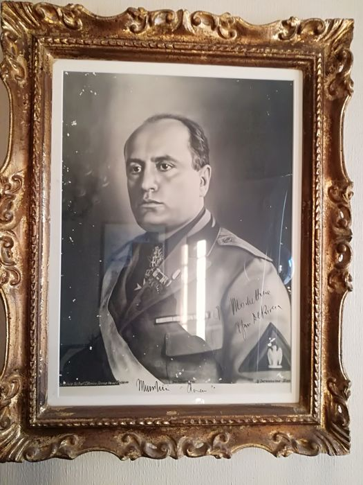 Photograph of Benito Mussolini with autograph and dedication