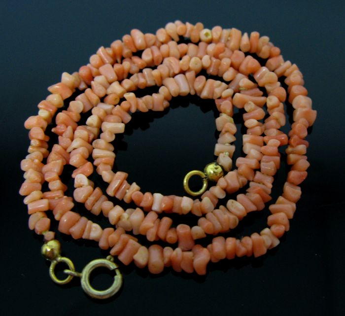 Antique silver 800 Vermeil necklace of pink Sicilian coral element 3,70 mm.Weight 8,5 gr   +++No reserve price +++