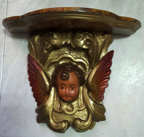 A beautiful Misula in carved wood with a putti.  Beginning 20th Century - Portugal