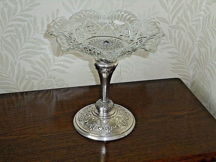 Silver plated centrepiece /stand in Art Nouveau style with decorated glass bowl