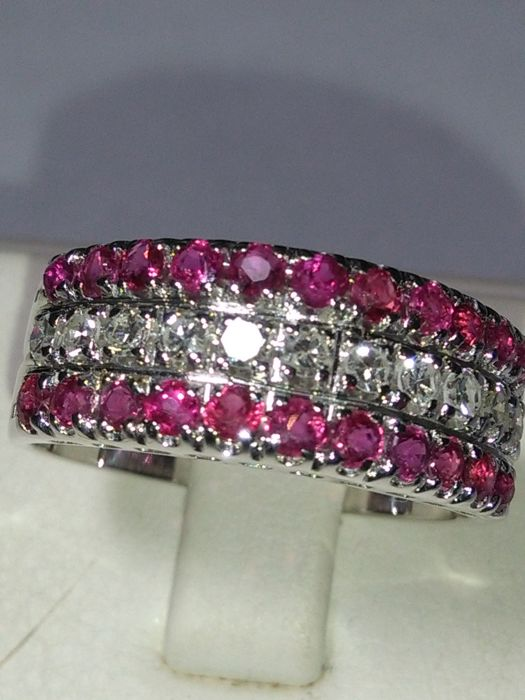 18 kt gold band ring. with rubies and natural diamonds totalling 2.05 ct. (NO RESERVE PRICE)