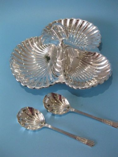 Elegant silver plated shell shaped caviar dish, by Mappin & Webb with two spoons