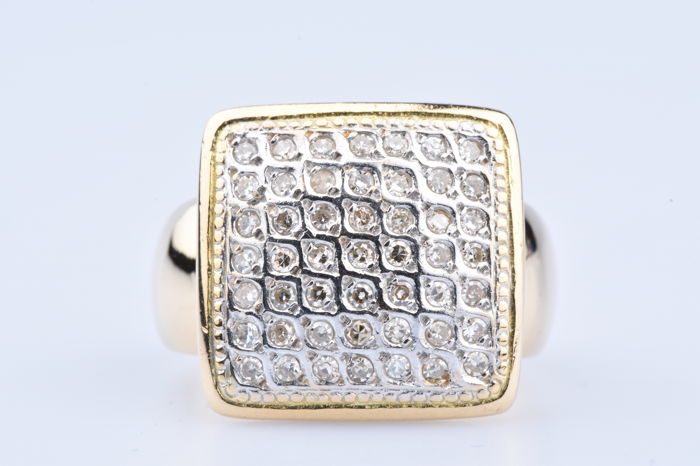 18 kt yellow gold ring with 49 diamonds of approx. 1 ct in total; Size: EU: 54  US: 6 3/4