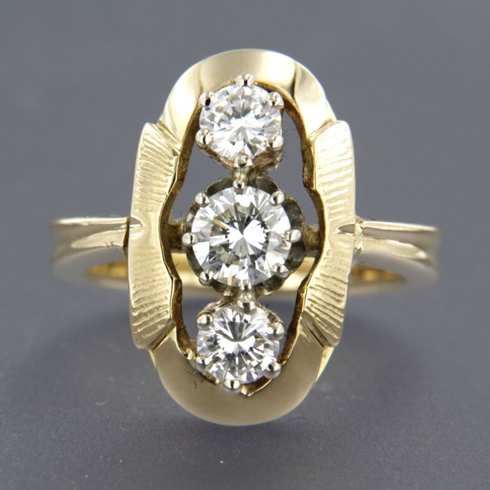 14 kt yellow gold ring set with 3 brilliant cut diamonds, 0.85 ct, ring size 15.5 (48)