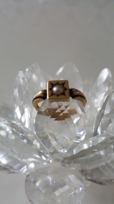 Victorian gold ring 1893 with Akoya pearl