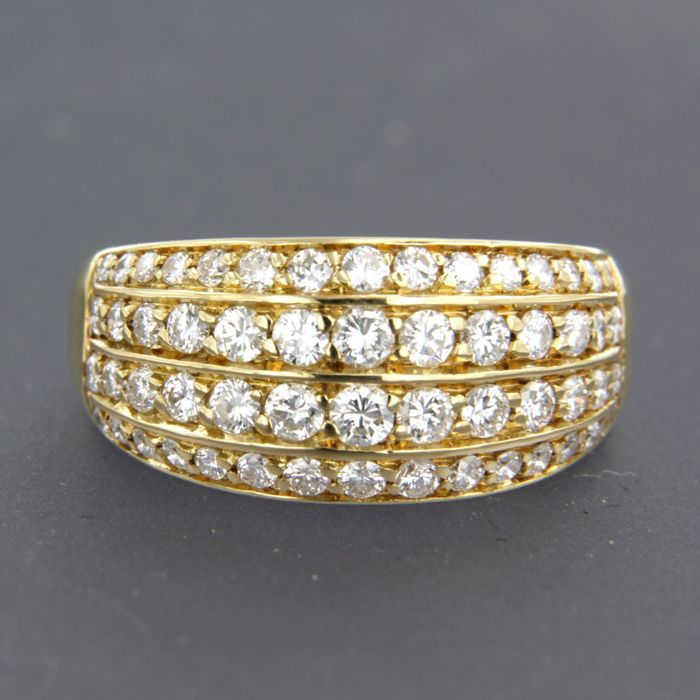18 kt yellow gold ring set with 36 brilliant cut diamonds, approx. 1.00 carat in total, ring size: 18 (56)