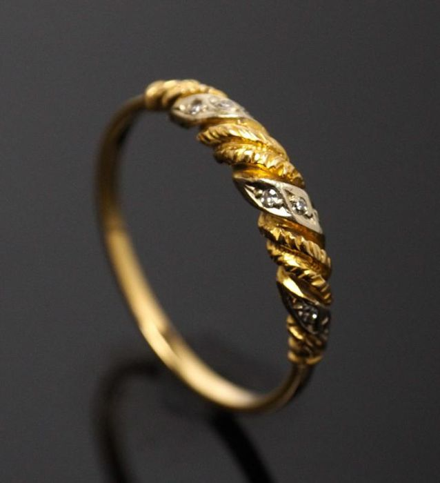 Ring in 19.2 kt Gold and Diamonds