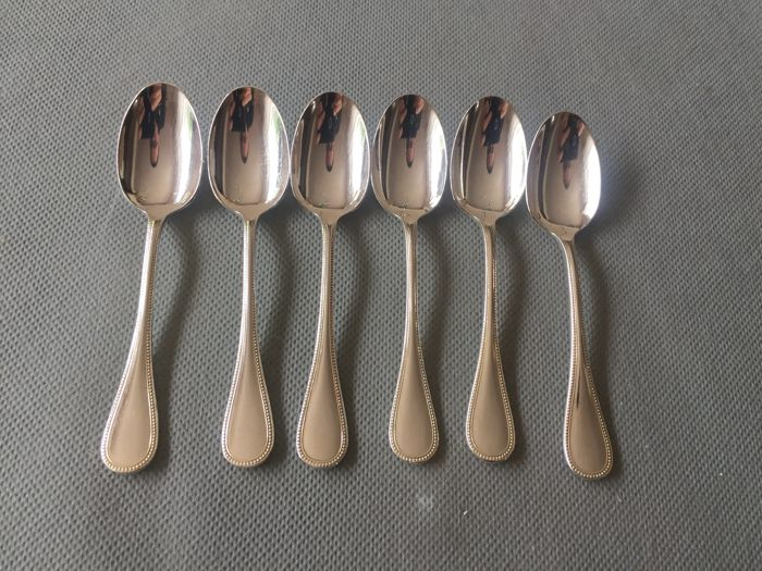 Christofle 'Perle' model, 6 silver-plated metal expresso spoons with a beautiful shine