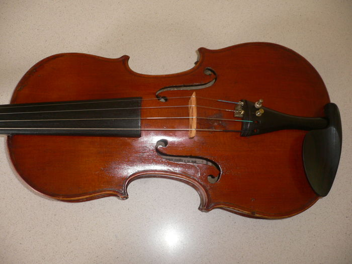 Old French 4/4 violin with label (see photo) good sound and fully intact