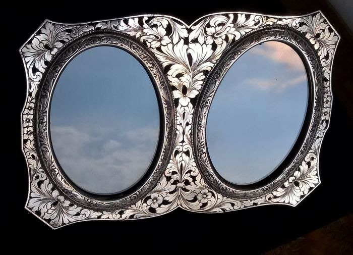 Petruzzi e Branca - important photo frame - engraved silver and hand openwork - first half of the 20th century - Brescia, Italy