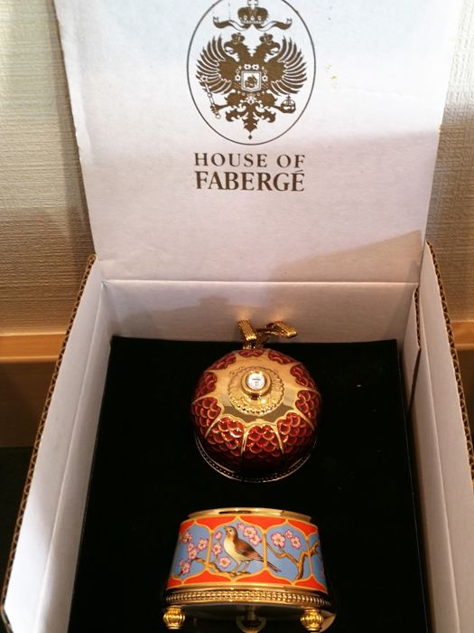 "House of Fabergé - Muziekdoos en sieraden - ""The Imperial Music Box"" Collection - Porcelain - 22k Gold Plated Finish ""Nightingale"""