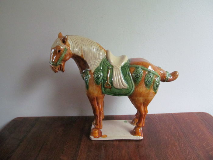 Decorative statue of a horse - Keramiek - China - Eind 20e eeuw