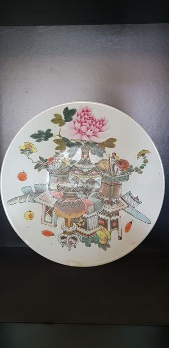 A Large Famille Rose Porcelain plate - China - late 19th Century
