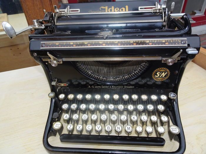 Typemachine Ideal D typewriter from 1930 Beautiful lacquer