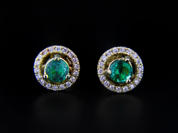 14k yellow Gold Hallo Earrings With 1.8 ct Emeralds And Diamonds 0.33 ct.  Size: 8.5 x 8.5 mm.