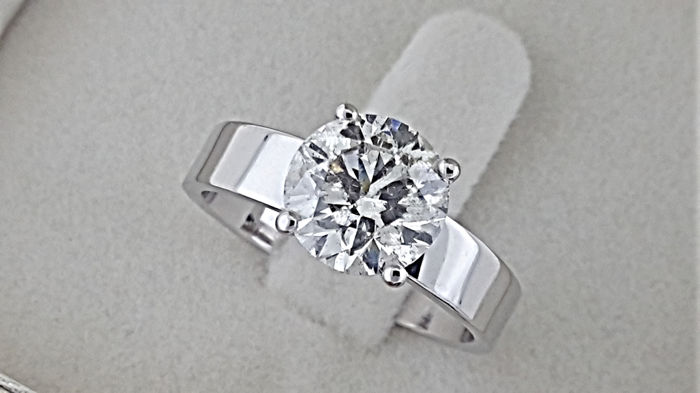 2.20 carat Round Brilliant Cut Diamond Solitaire Engagement Ring in 18kt  White Gold