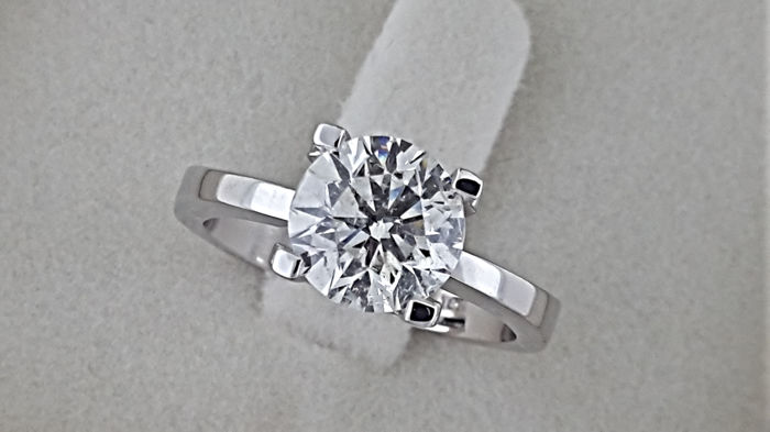 2.01  Ct F/VS2   round diamond ring made of 18 kt white gold - size 7