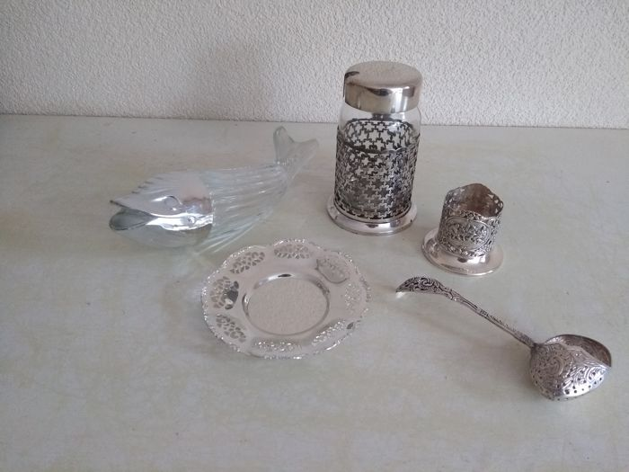 Beautiful silver plated GEORG NILSSON tea strainers, BMF dish, Keltum jam pot holder and HH holder and vis
