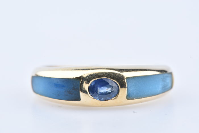 Ring in 18 kt yellow gold with 1 central sapphire and two blue lacquer pieces - Size: EU: 50, US: 5 1/4